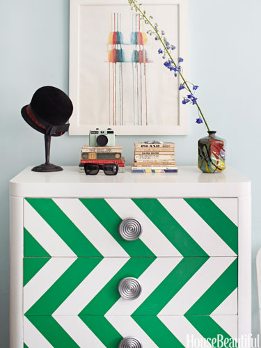 Chevron chest by designer Nick Olsenhttp://www.housebeautiful.com/decorating/colors/emerald-green-decorating-ideas-1212#slide-1